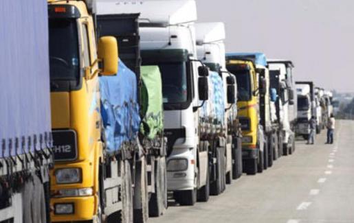 الأردن : 1500 شاحنة عربية عالقة في العراق