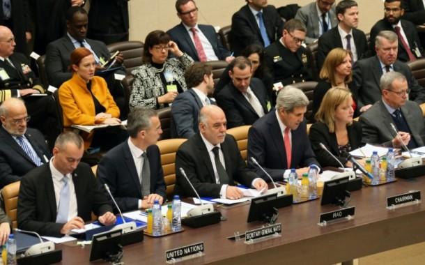 العبادي يراهن على مؤتمري دافوس ولندن لانتشال العراق من الإرهاب