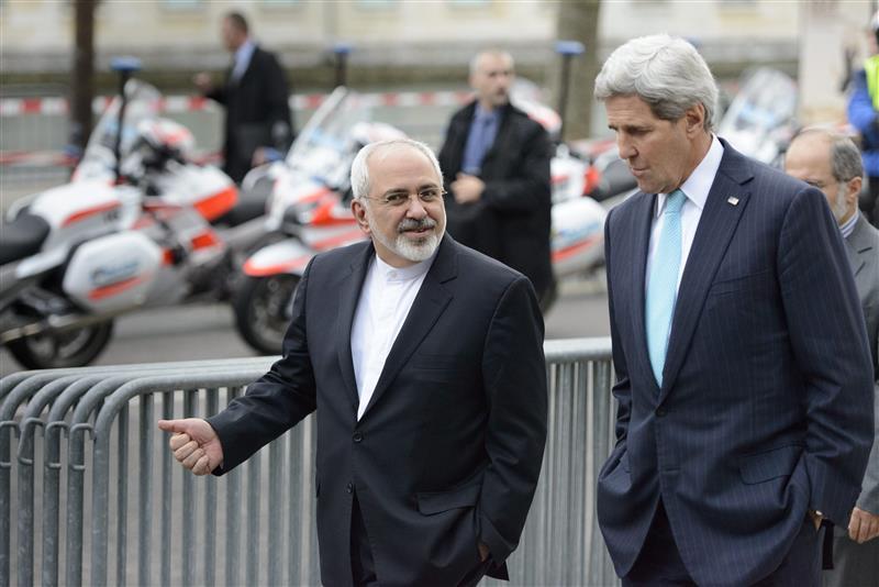 ظريف يمثل امام البرلمان الإيراني لسؤاله عن نزهته مشياً مع كيري