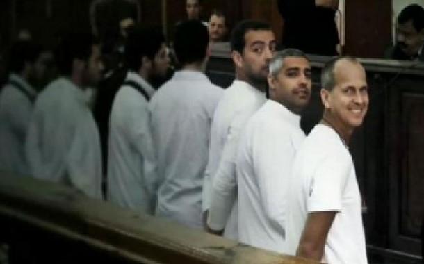 محكمة مصرية تأمر بالافراج عن صحافيي الجزيرة بكفالة