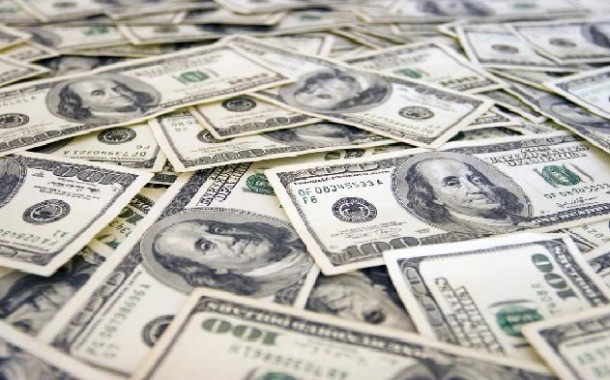 محافظ «البنك المركزي العراقي» يؤكد تهريب أموال بكميات ضخمة