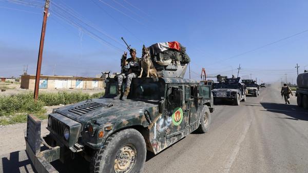 العلم العراقي يرفرف فوق مركز شرطة تكريت
