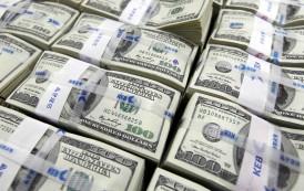العراق بدأ السحب من احتياطاته المالية
