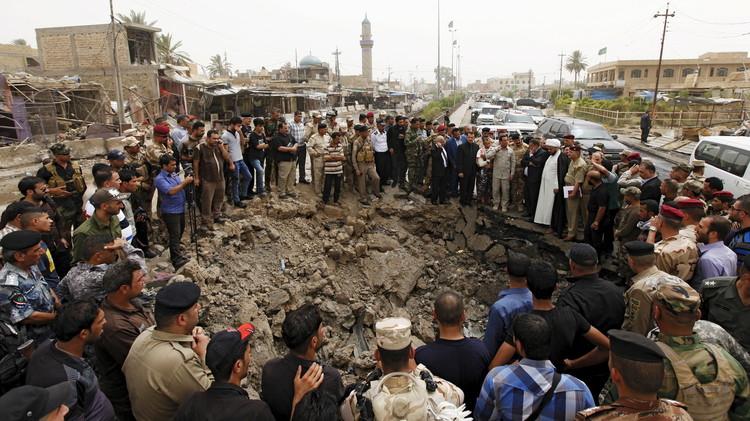 ذوو ضحايا تفجير بني سعد يحرقون مبنى المجلس المحلي