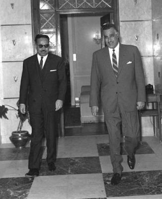 عندما استقال وزير الارشاد عبدالكريم فرحان احتجاجا على تدخل  الرئيس عبدالسلام عارف  في اعادة برنامج (اقوال الصحف) مساء