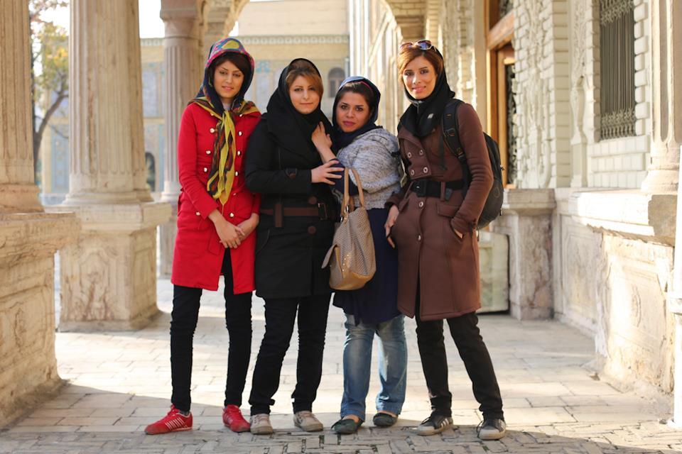 """تعيين 7 الاف مخبر مدني لمحاربة """"المنكر"""" ومنع التحرش بالنساء في طهران"""
