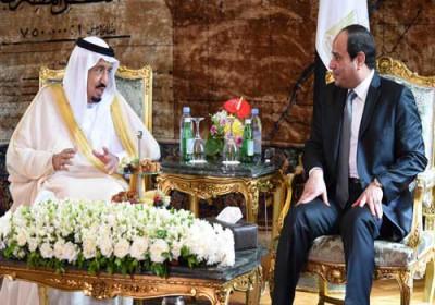 الملك سلمان يعلن تشييد جسر بين مصر والسعودية ويأمل بشكيل قوّة عربية مشتركة وتوقيع 17 اتفاقية