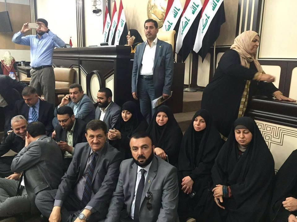 نائب: بعض النواب المعتصمين فاسدون ودخلاء على العملية السياسية