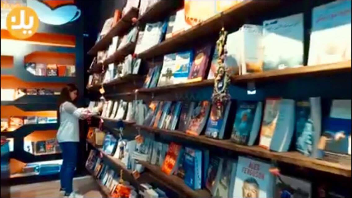 شهد العزاوي مهندسة تتحول الى روائية وأمينة مكتبة لاعادة البريق للكتاب الورقي