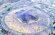 جبل عرفة يتشح ببياض الحجاج والكعبة تستبدل كساءها